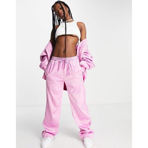 S Luxe - Pantalon large en satin avec logo en strass - adidas Originals - Modalova