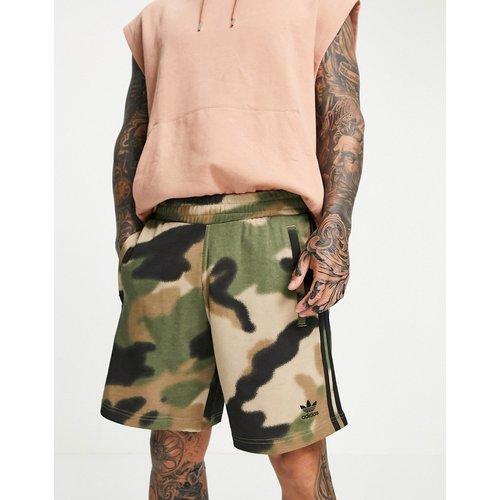 Short à trois bandes motif camouflage - Kaki - adidas Originals - Modalova