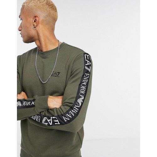 Armani - Logo Series - Sweat-shirt avec bande à logo sur la manche - Kaki - EA7 - Modalova