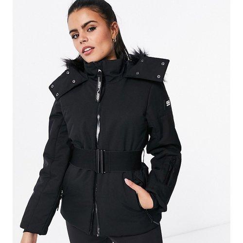 Petite - Veste de ski avec ceinture et capuche bordée de fausse fourrure - ASOS 4505 - Modalova
