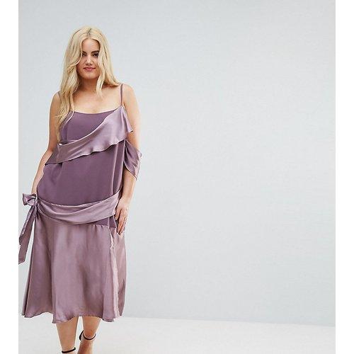 Robe mi-longue nouée en satin color block - ASOS Curve - Modalova