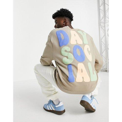 ASOS - Daysocial - Sweat-shirt décontracté avec imprimés logos sur le devant et au dos - ASOS Day Social - Modalova