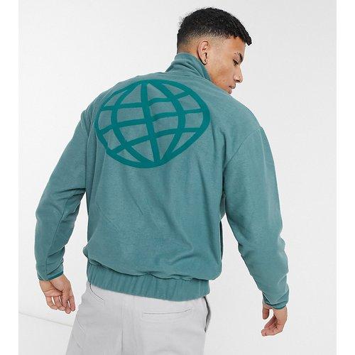 ASOS Daysocial - Veste en polaire à col zippé avec imprimé logo sur le devant et au dos - sarcelle - ASOS Day Social - Modalova