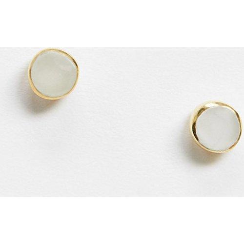Boucles d'oreilles en argent massif plaqué or avec fausse pierre nacrée - ASOS DESIGN - Modalova
