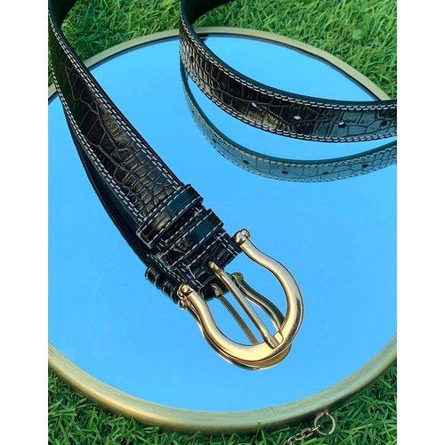 Ceinture fine en imitation cuir avec coutures contrastantes et boucle en forme de fer à cheval - foncé - ASOS DESIGN - Modalova