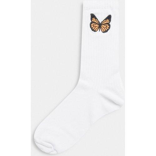 Chaussettes hauteur mollet avec papillons brodés - ASOS DESIGN - Modalova