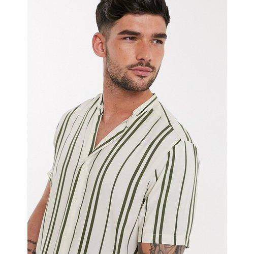 Chemise coupe classique à col grand-père et rayures - Écru et vert - ASOS DESIGN - Modalova