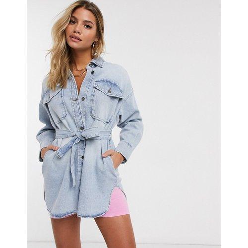 Chemise en jean oversize à ceinture - délavé clair - ASOS DESIGN - Modalova