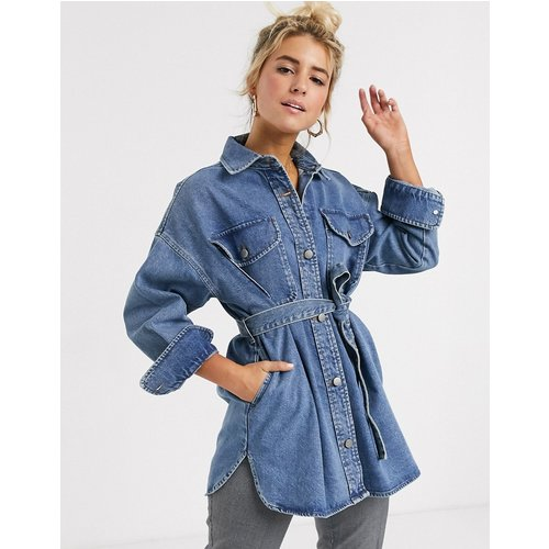 Chemise en jean oversize à ceinture - délavé moyen - ASOS DESIGN - Modalova