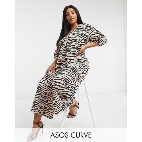 ASOS DESIGN Curve - Combinaison cache-cœur smockée effet texturé en jersey avec imprimé animal - ASOS Curve - Modalova