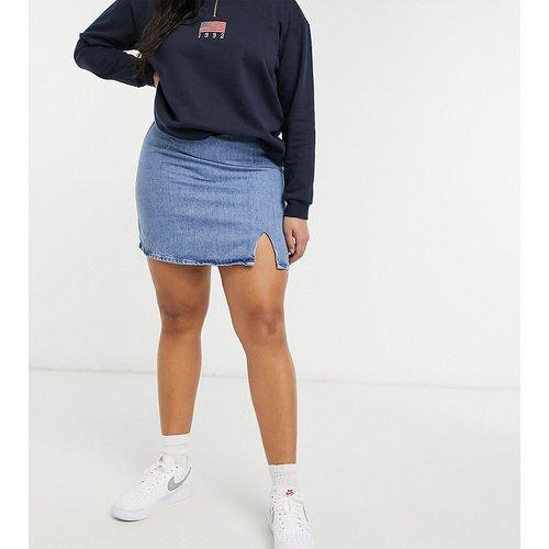 ASOS DESIGN Curve - Mini-jupe en jean fendue sur le côté à délavage moyen - ASOS Curve - Modalova
