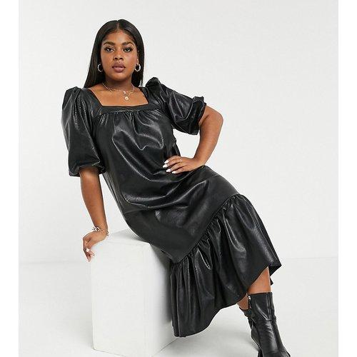 ASOS DESIGN Curve- Robe mi-longue trapèze en imitation cuir avec encolure carrée et ourlet style basque - ASOS Curve - Modalova