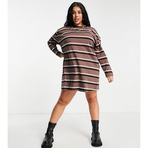 ASOS DESIGN Curve - Robe t-shirt oversize à manches longues avec motif à rayures - Taupe, noir et blanc - ASOS Curve - Modalova