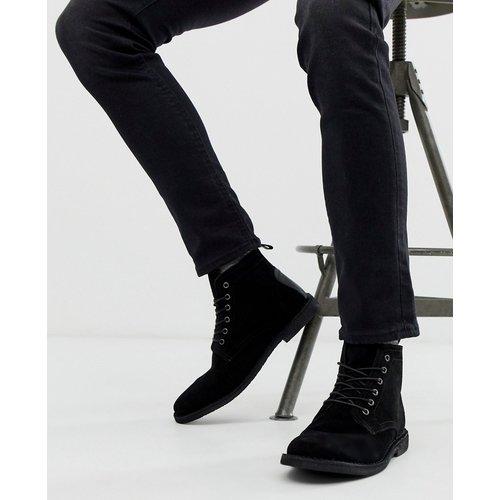 Desert boots en daim avec détail en cuir - ASOS DESIGN - Modalova