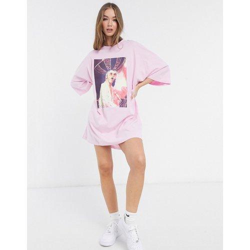 Elton John - Robe t-shirt oversize à imprimé photo - ASOS DESIGN - Modalova