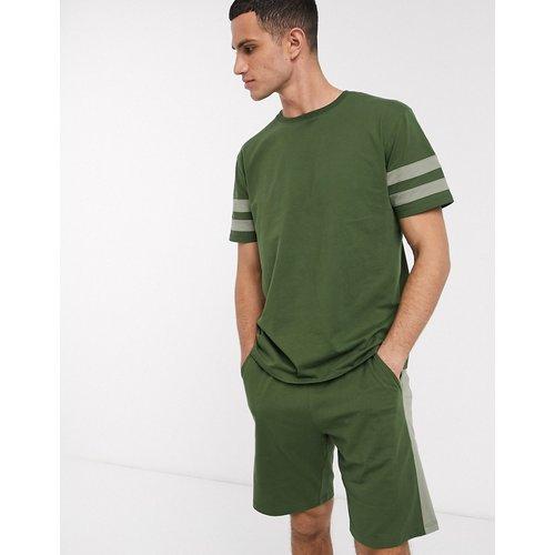 Ensemble de pyjama avec short et t-shirt avec rayures style universitaire et plissé - ASOS DESIGN - Modalova