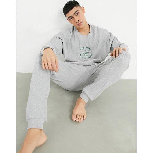 Ensemble de pyjama avec t-shirt manches longues brodé et pantalon côtelés - ASOS DESIGN - Modalova