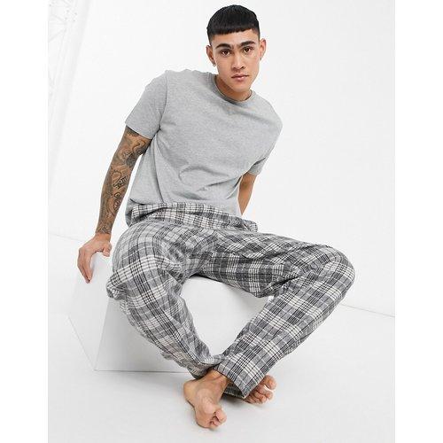 Ensemble de pyjama confort doux avec t-shirt et pantalon à carreaux - ASOS DESIGN - Modalova