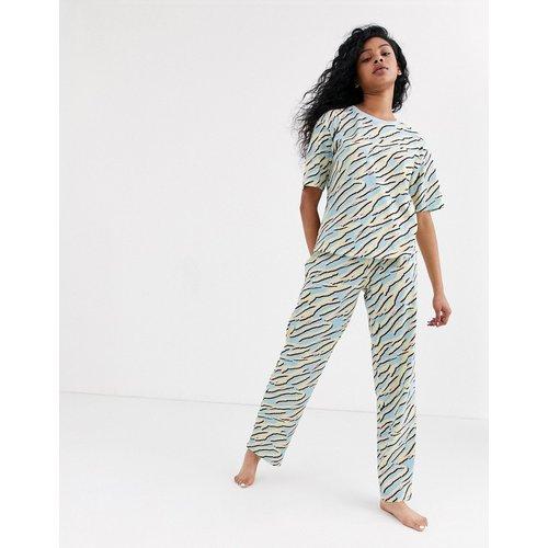 Ensemble de pyjama en jersey avec pantalon et t-shirt motif zébré - Pastel - ASOS DESIGN - Modalova