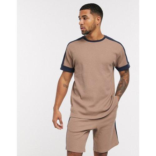 Ensemble pyjama avec short et t-shirt long gaufrés à empiècements effet coupé-cousu - ASOS DESIGN - Modalova