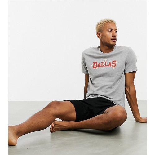 Ensemble pyjama confort avec t-shirt et short et imprimé nom de ville - ASOS DESIGN - Modalova