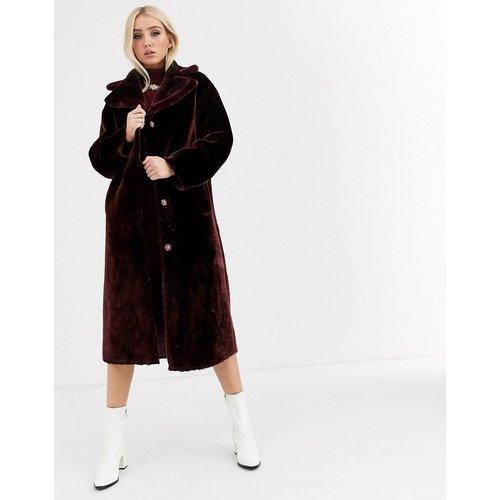 Manteau long duveteux en fausse fourrure - Bordeaux - ASOS DESIGN - Modalova