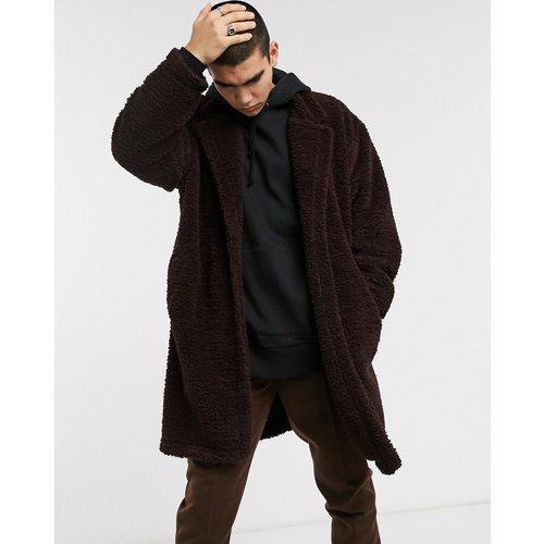 Manteau long oversize imitation peau de mouton - ASOS DESIGN - Modalova