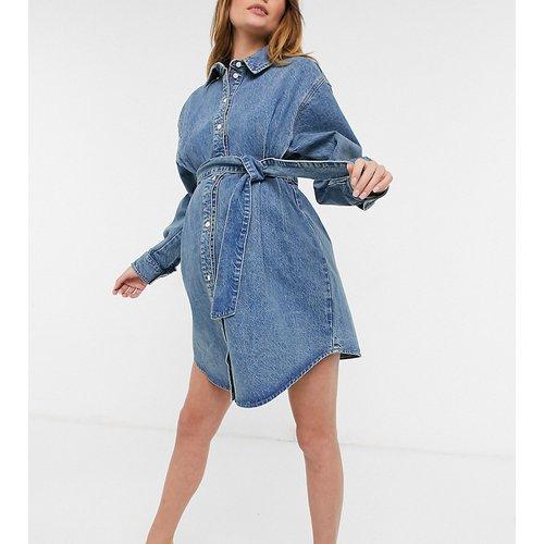 ASOS DESIGN Maternity - Robe chemise oversize en jean biologique avec ceinture - délavé moyen - ASOS Maternity - Modalova