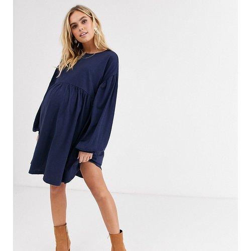 ASOS DESIGN Maternity - Robe courte smockée oversize à manches longues - ASOS Maternity - Modalova