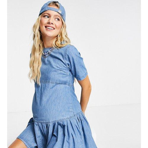 ASOS DESIGN Maternity - Robe t-shirt babydoll en jean souple - Délavage moyen - ASOS Maternity - Modalova
