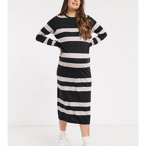 ASOS DESIGN Maternity - Robe t-shirt midi à manches longues rayée - Noir et camel - ASOS Maternity - Modalova