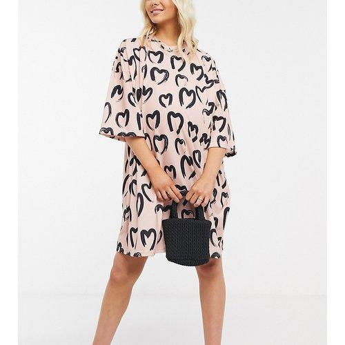 ASOS DESIGN Maternity - Robe t-shirt oversize à imprimé cœurs - et noir - ASOS Maternity - Modalova
