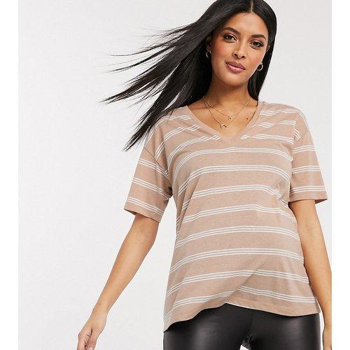 ASOS DESIGN MATERNITY - T-shirt avec col en V en mélange de lin avec rayures - Sable - ASOS Maternity - Modalova