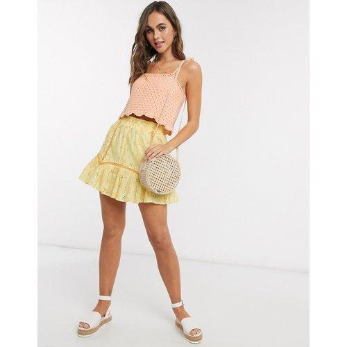 Mini jupe en broderie anglaise motif citrons avec détails en dentelle - ASOS DESIGN - Modalova