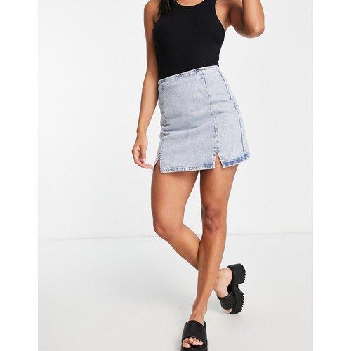 Mini-jupe en jean fendue sur le devant - délavé moyen - ASOS DESIGN - Modalova