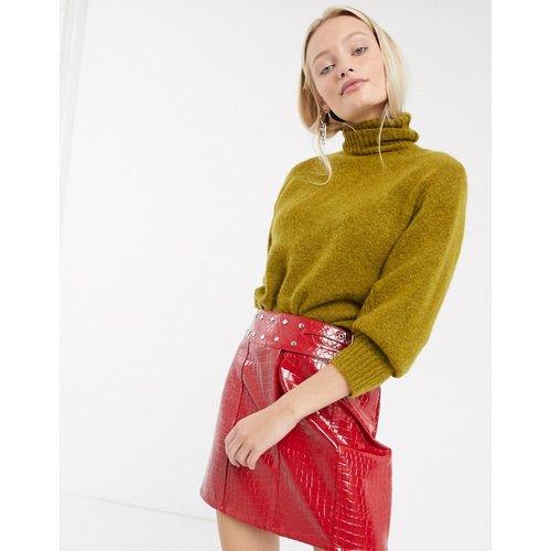 Mini-jupe en similicuir effet croco avec ceinture cloutée - ASOS DESIGN - Modalova