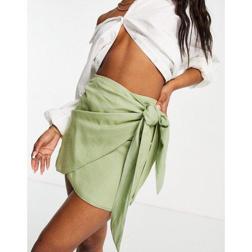 Mini-jupe portefeuille avec nœud - Kaki - ASOS DESIGN - Modalova