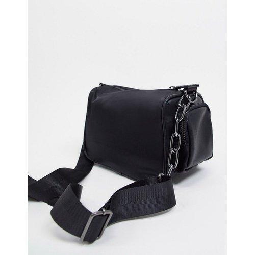 Mini sac bandoulière de sport imitation cuir style années 90 - ASOS DESIGN - Modalova