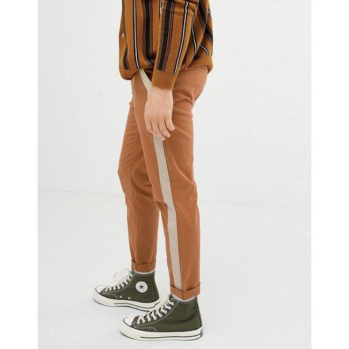 Pantalon fuselé avec rayure sur les côtés - Fauve - ASOS DESIGN - Modalova