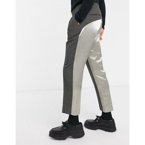Pantalon slim court élégant avec ceinture croisée et dos contrastant en satin - ASOS DESIGN - Modalova