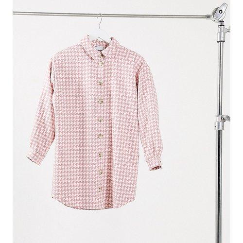 ASOS DESIGN Petite - Robe chemise courte boutonnée en bouclé à carreaux - Rose - ASOS Petite - Modalova