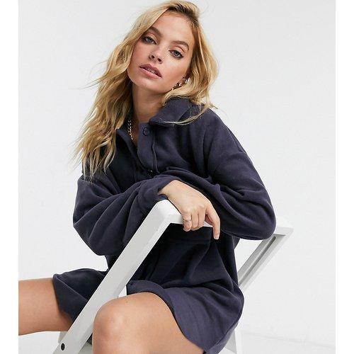ASOS DESIGN Petite - Robe chemise courte en polaire - Anthracite - ASOS Petite - Modalova