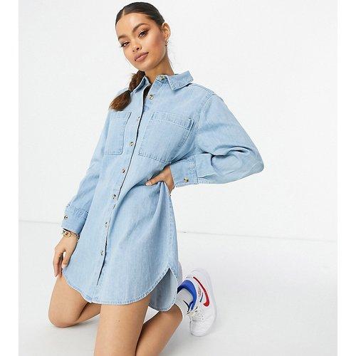 ASOS DESIGN petite - Robe chemise oversize en jean - moyen délavé - ASOS Petite - Modalova