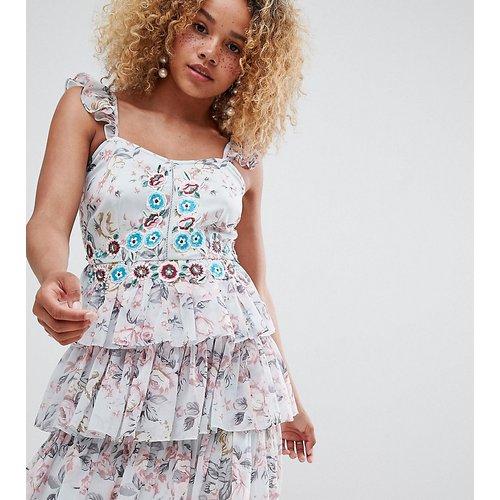 ASOS DESIGN Petite - Robe courte à motif floral brodé et volants - ASOS Petite - Modalova
