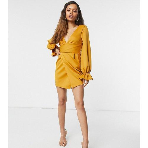 Petite - Robe courte portefeuille avec décolleté plongeant et manches évasées - Moutarde - ASOS DESIGN - Modalova