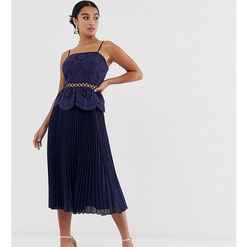 ASOS DESIGN Petite - Robe mi-longue caraco brodée à jupe plissée - ASOS Petite - Modalova