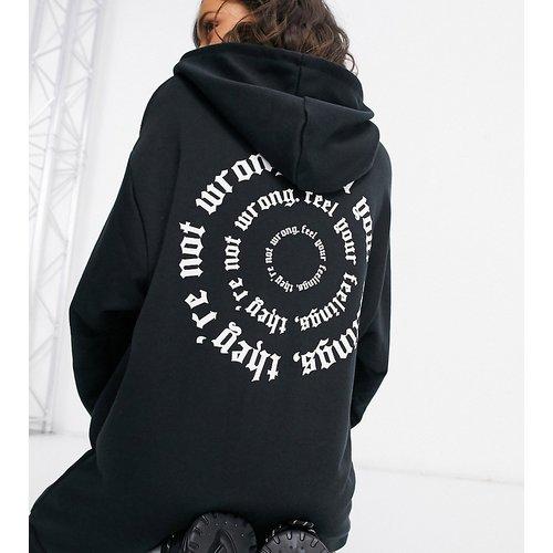 ASOS DESIGN Petite - Robe sweat-shirt oversize courte à capuche et imprimé sentiments - ASOS Petite - Modalova