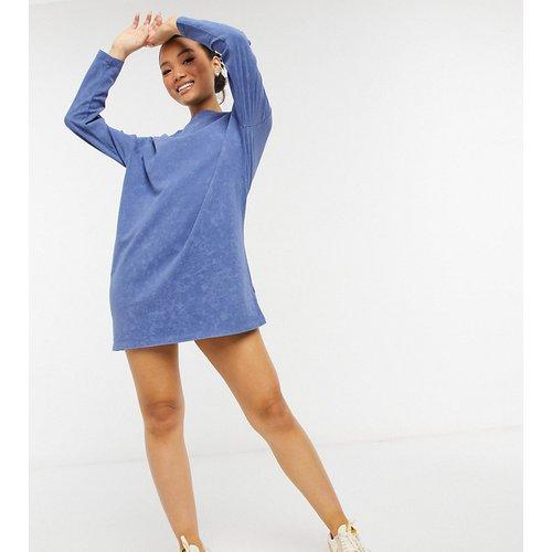 ASOS DESIGN Petite - Robe t-shirt oversize à manches longues - Délavé jean clair - ASOS Petite - Modalova
