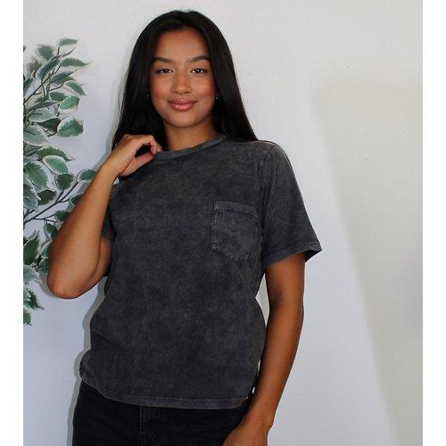 ASOS DESIGN Petite -T-shirt avec poche - Noir délavé - ASOS Petite - Modalova