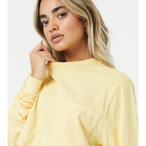 ASOS DESIGN Petite - T-shirt crop top avec poche - Paille délavée - ASOS Petite - Modalova
